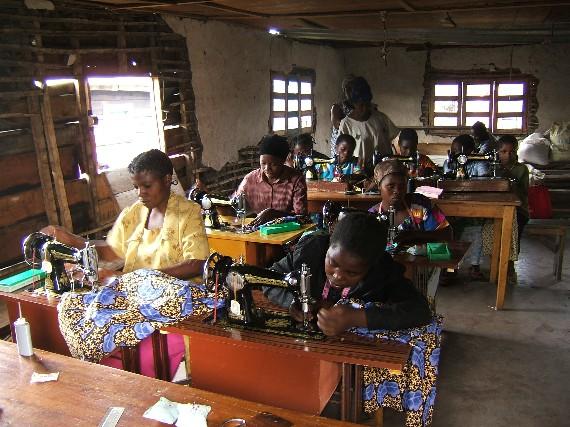 Couture et réalisation de vêtements sur mesure en Afrique