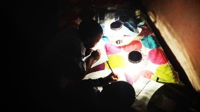 De la lumière pour les élèves et étudiants en Afrique