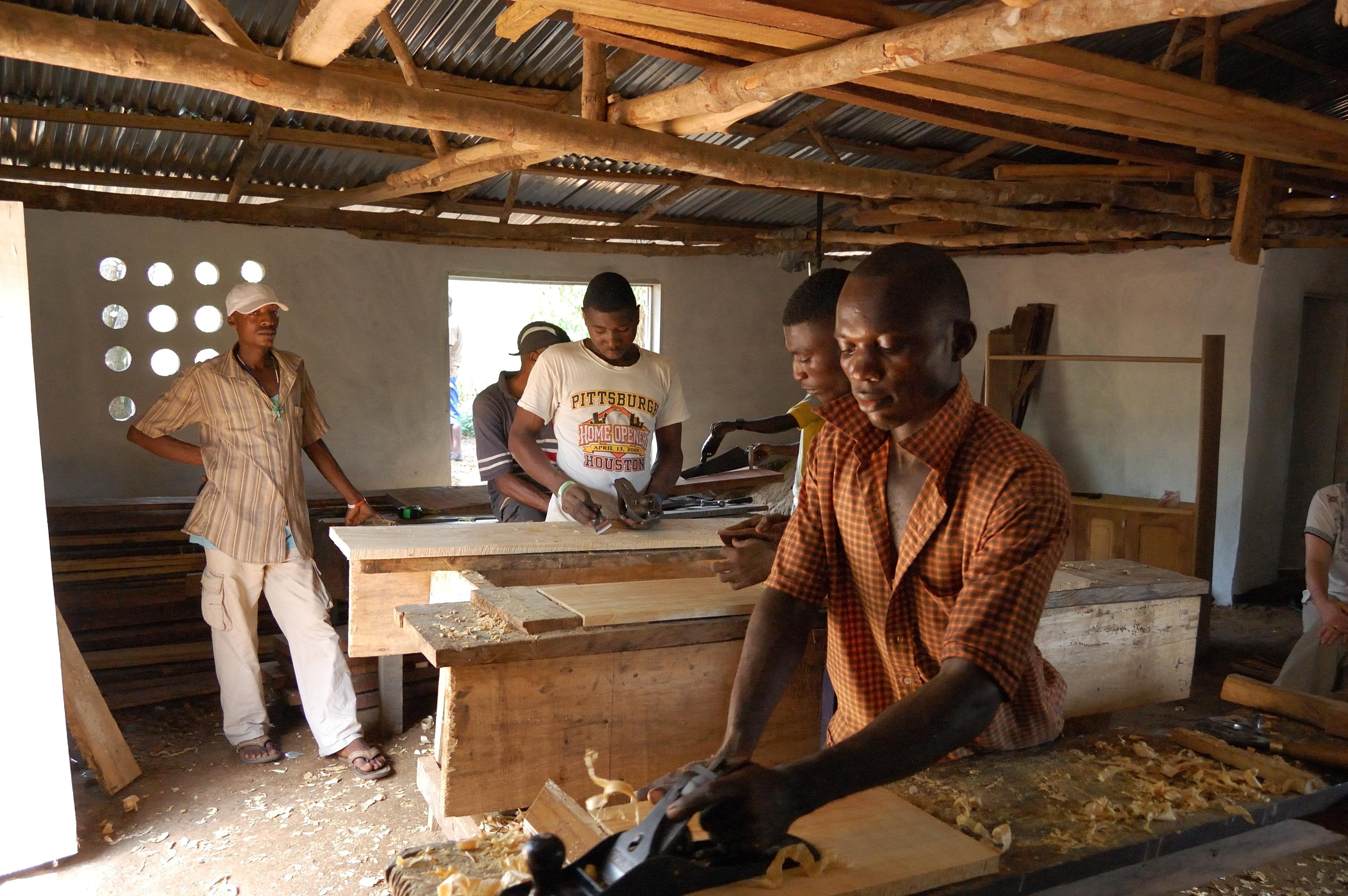 Creation d'unité de transformation du bois